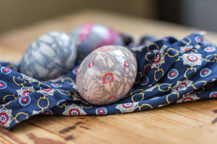 Kiaušinių marginimas šilku