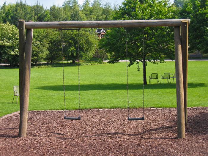 Ar saugu vaikams žaisti žaidimo aikštelėse?