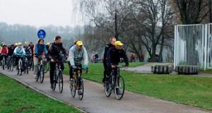 Kauno dviratininkų parado dalyviai nepabūgo vėsaus oro