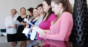 Šimtų nėščiųjų susitikimui  D.Zvonkus subūrė nėščiųjų chorą