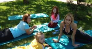 Vlada Musvydaitė pirmą kartą išbandė rytinę mankštą su vaikais
