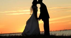 Porų, susipažinusių virtualioje aplinkoje, santuokos taip pat laimingos