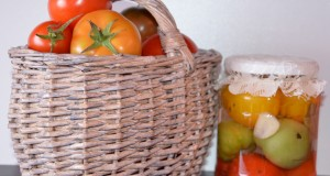 Marinuoti pomidorai su česnakais