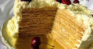 Medaus tortas su saldinto sutirštinto pieno kremu