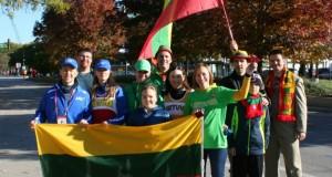 JAV. Šeštąjį bėgimą Čikagos maratone lietuviai skyrė Baltijos kelio 25-mečiui