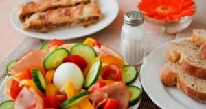 7 patarimai, kurie padės suvartoti mažiau druskos