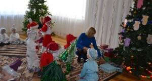 Mažuosius alytiškius ir senjorus pradžiugino iš Ročesterio atkeliavusios kalėdinės dovanos