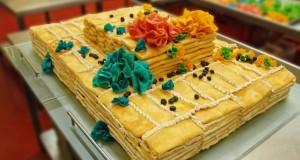 Beveik tūkstančio blynų tortas išdalytas be tėvų globos likusiems vaikams