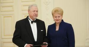 Šalies vadovė pasveikino V. Noreiką aštuoniasdešimtmečio proga