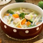 Vištienos sriuba su brokoliais