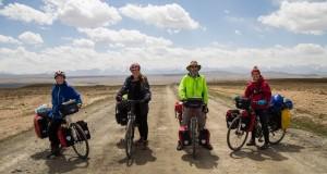 Lietuvių kelionės dviračiais nuotykiai Kirgizijoje