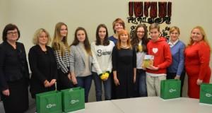Ministrė J. Petrauskienė apdovanojo raštingiausius mokinius iš užsienio