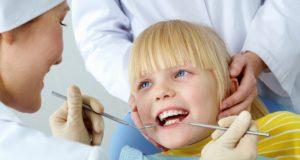 Vaikų dantų priežiūra: kaip paskatinti mažuosius valytis dantis