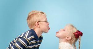 Brolių ir seserų konfliktai: kaip elgtis tėvams?
