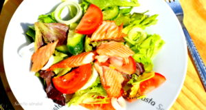 Lengvos salotos su lašiša