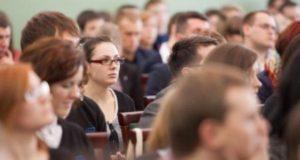 Ką svarbu žinoti apie sveikatos draudimą šiemet mokyklas ir studijas baigiantiems jaunuoliams