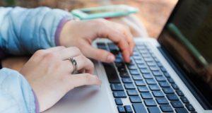 """""""Jaunimo linijos"""" tyrimas: pokalbiai internetu mažina savižudybės riziką"""