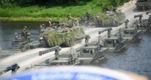 Prezidentė su NATO atstovais stebėjo didžiausias šiais metais karines pratybas Lietuvoje