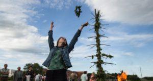 Prie Žaliūkių vėjo malūno atgaivinti senieji Kupolinių papročiai