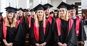 Į LSU absolventų būrį įsiliejo beveik 400 bakalaurų ir magistrų, tarp kurių – Europos ir Lietuvos čempionai