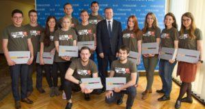 """Ministras Pirmininkas išlydėjo """"Misija Sibiras'17"""" dalyvius: """"Dalijimasis tremtinių patirtimi stiprina lietuvių vienybę"""""""