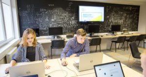 Europietiškos švietimo sistemos link: kas pasikeis įvedus 3+2 studijų modelį?