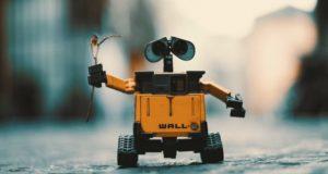 """Dirbtinio intelekto kūrėjas: """"Greitai robotai pakeis ne tik krovėjus ar vairuotojus"""""""