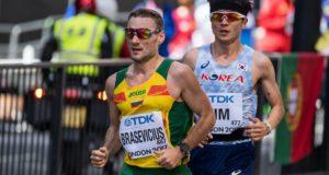 """Pavardes į istoriją įsirašę maratonininkai: """"Bėgdamas už Lietuvą veji mintis apie pasitraukimą"""""""
