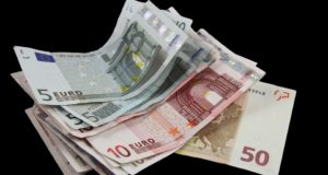 Trišalėje taryboje nuspręsta didinti minimaliąją mėnesinę algą
