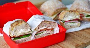Užkandžių dėžutė: sumuštiniai su daržovėmis ir antiena