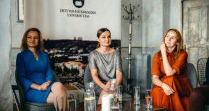 """Geriausiu pasaulyje pripažinto ekonomikos vadovėlio autorė: """"Lietuvos mokytojai neturi laisvės"""""""
