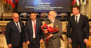 """Aktoriui Regimantui Adomaičiui – tarptautinė premija """"Baltijos žvaigždė"""""""