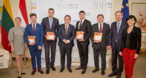 Nyderlandų Karalystės ambasada įteikė dovaną Lietuvos miestams