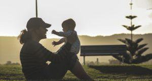 Siūloma išmoką studijuojančių tėvų vaikams didinti nuo 152 iki 380 eurų