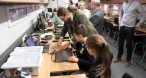 Mokinių rezultatams gerinti šalies miestuose steigiama 10 ugdymo centrų