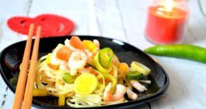 Azijietiškos krevečių salotos