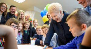 Prezidentė kviečia visuomenę prisidėti prie vaikų dienos centrų kūrimo
