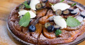 Savaitgalio pietums – kiaulienos sprandinė moliūgų padaže ir apverstas obuolių pyragas