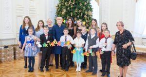 Prezidentė gražiausioms metų šventėms ruošiasi su užsienio lietuvių vaikais