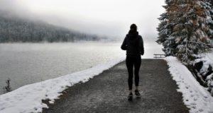Sveikatos specialistai pataria, kaip žiemą sportuojant lauke neperšalti