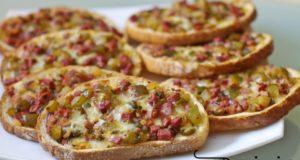 Karšti sumuštiniai su mocarela ir rūkyta mėsa