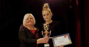 Iš tarptautinio dainų konkurso Turkijoje Neringa Šiaudikytė grįžo su pagrindiniu prizu