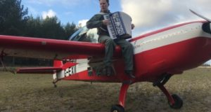 Nauja Martyno Levickio aistra – akrobatinis skraidymas
