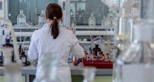 Jaunųjų Lietuvos mokslininkų atradimas galės pasitarnauti kuriant naujus vaistus