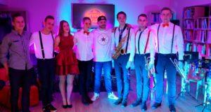 Koncerte Varėnoje jaunatviška energija liejosi per kraštus