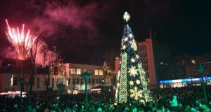 Muzikuojanti Palangos eglė kviečia pasigėrėti šviesos ir kalėdinių melodijų žaismu