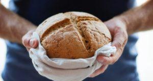 Nepelnytai pamiršta: kodėl ant savo stalo tradicinę duoną turėtume dėti dažniau