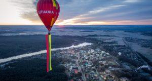 Valstybės šimtmetį Birštonas pasitiko oro balionu iškėlęs milžinišką trispalvę