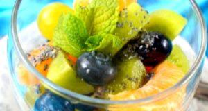 Spalvingos vaisių salotos