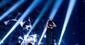 """Pirmojoje """"Eurovizijos"""" atrankoje kritikos dalyviams negailėjusią komisiją sužavėjo du pasirodymai"""
